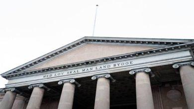 صورة تراكم القضايا أمام المحاكم الدنماركية وتأجيلها حتى إشعار آخر