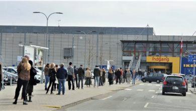 صورة ايكيا يعيد افتتاح فروعه وإقبال كبير من المتسوقين