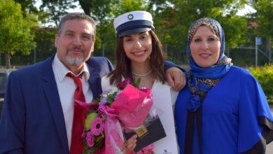 Photo of الطالبة ياسمين اليوسف تحصل على أعلى معدل في الثانوية العامة في الدنمارك