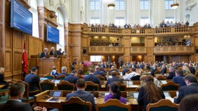 صورة الأحزاب البرلمانية تتفق على إمكانية عزل وإغلاق مناطق محلية كبديل عن الإغلاق الكامل للبلاد